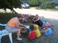 visite de la chèvrerie petit perche groupe enfants